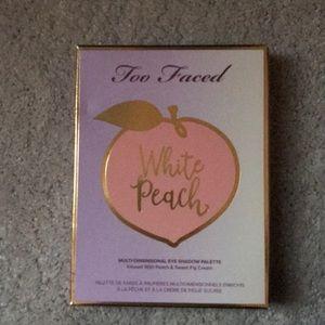 Too faced white peach eyeshadow pallete